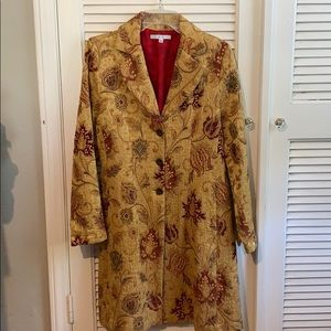 Fitted dress coat.